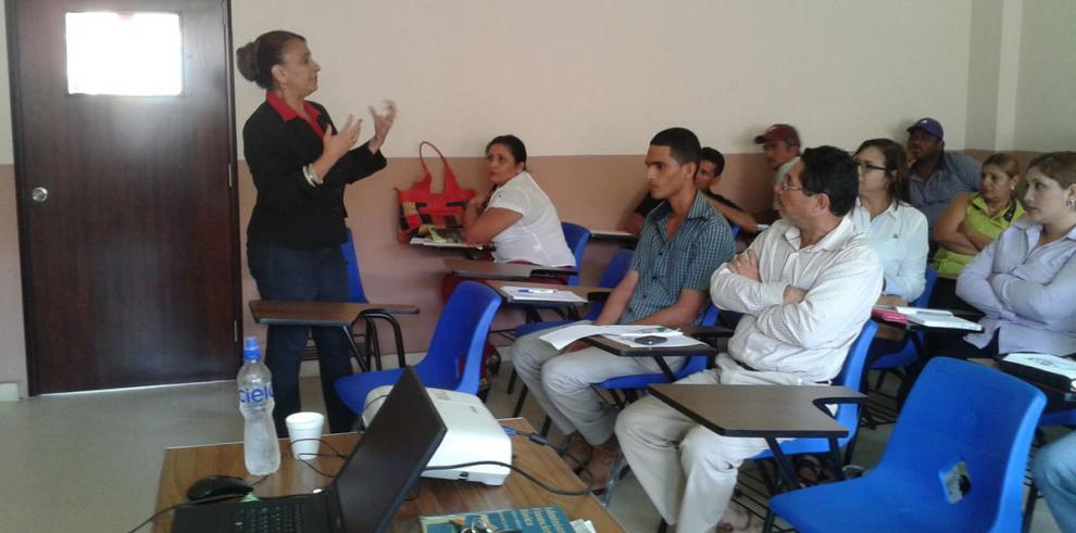 Profesores de la UP capacitan en Chepo a microempresarios