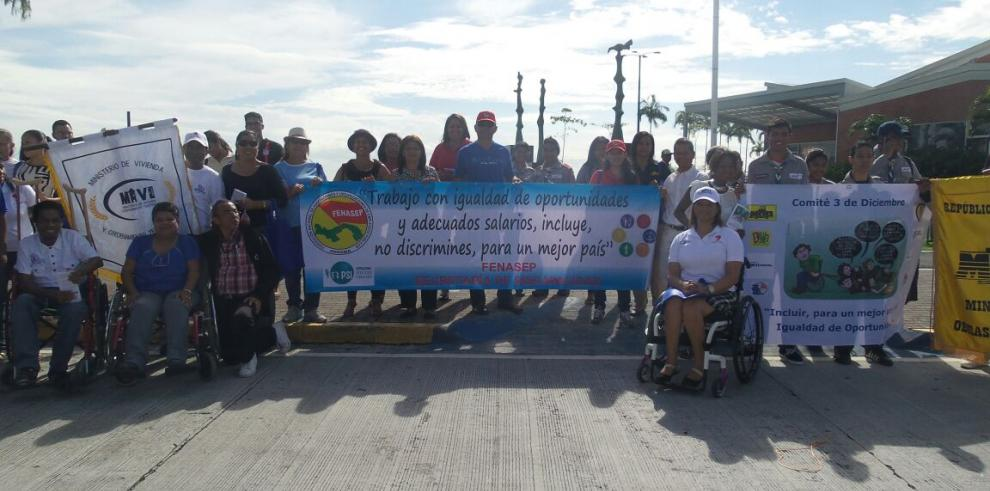 Con una caminata celebran el Día de las Personas con Discapacidad