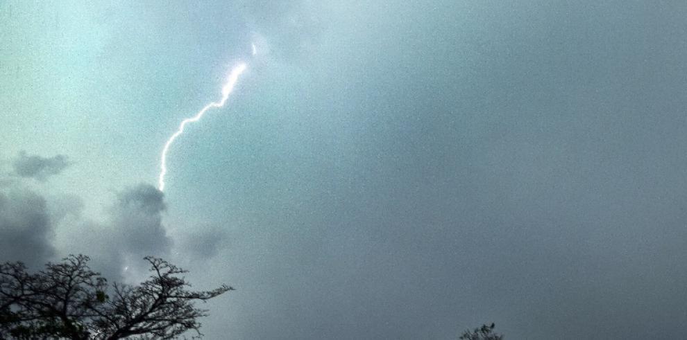 Dos personas mueren electrocutadas por un rayo en Dominicana