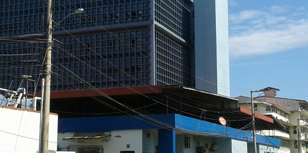 Paciente se lanza de quinto piso de hospital