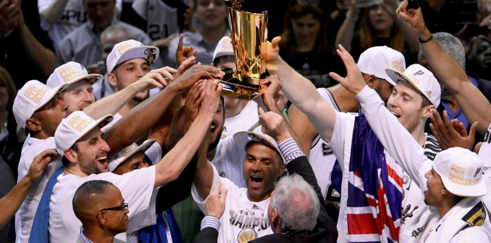 NBA: Los Spurs celebran su quinto título en la historia