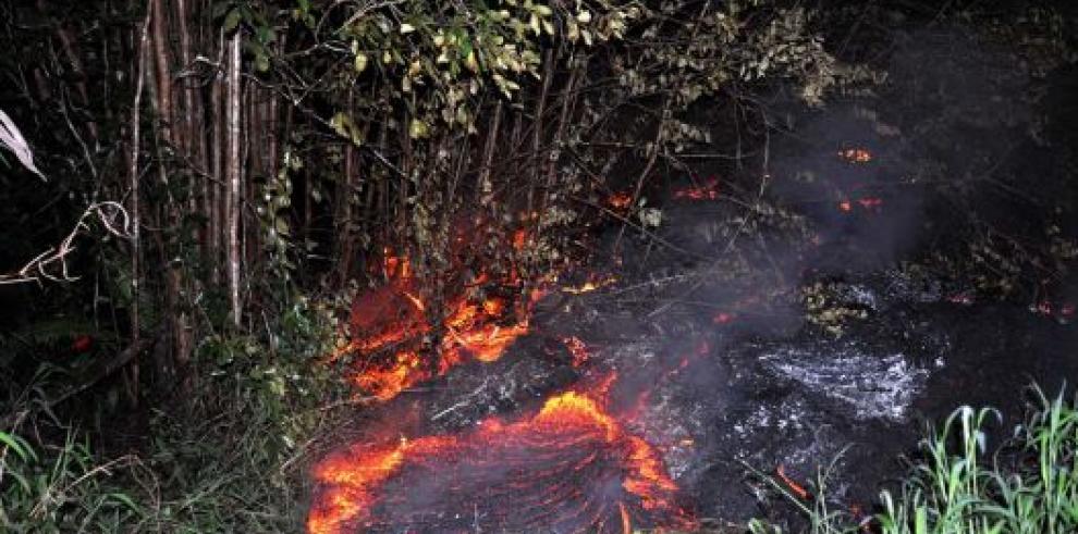 La lava del volcán Kilauea avanza hacia el pueblo Pahoa