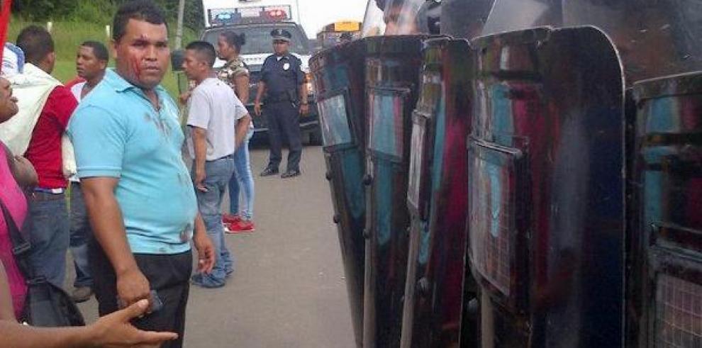PN impidió que precaristas pasaran el Puente de las Américas