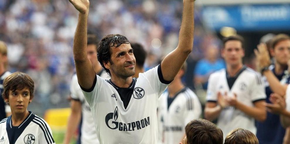 La leyenda del fútbol español Raúl firma con el Cosmos de Nueva York