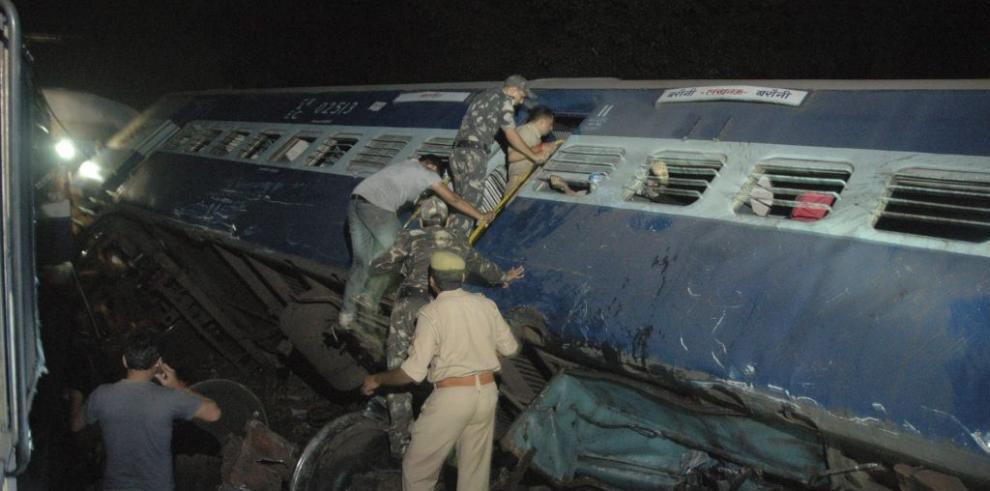 Doce muertos en un choque de trenes en India