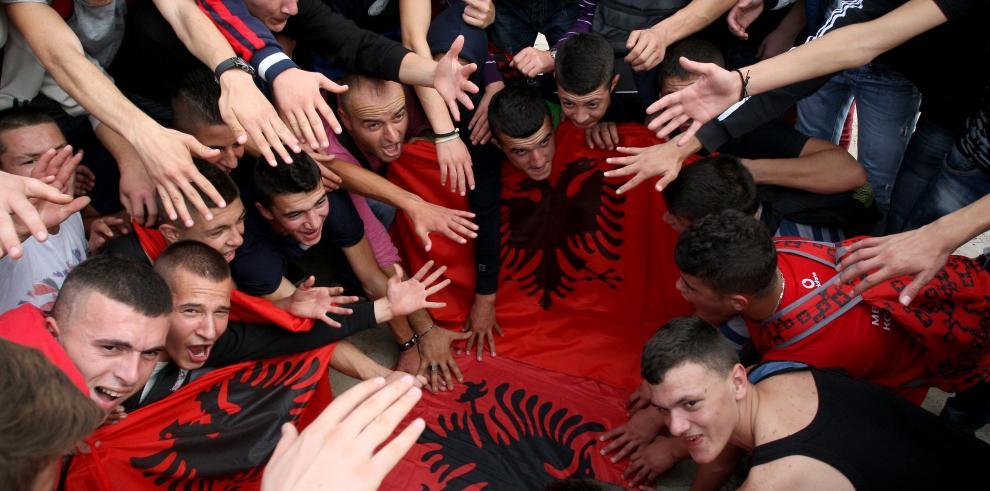 Reyerta entre Albania y Serbia en partido de clasificación para la Eurocopa