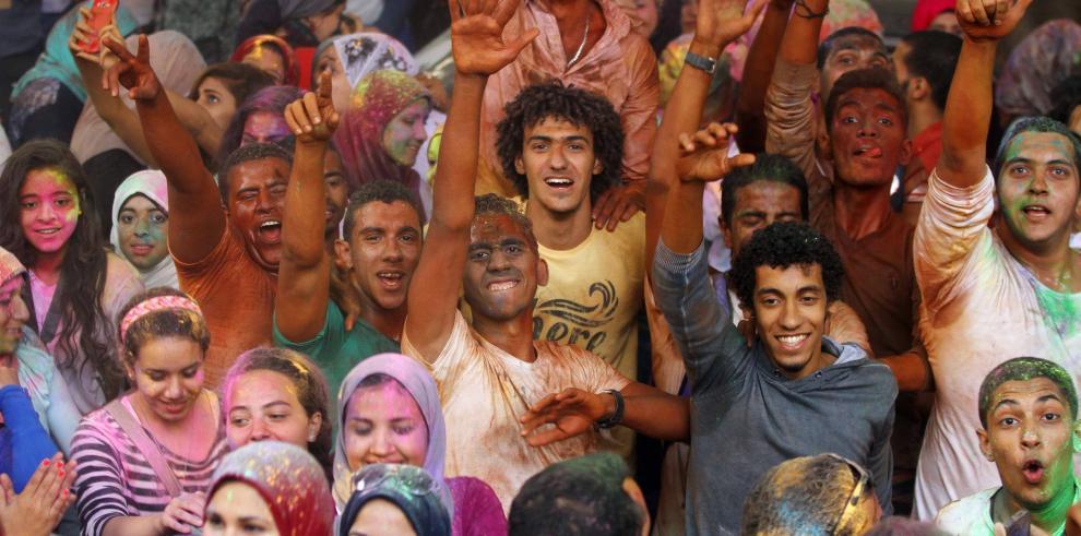 Egipcios celebran el Festival de los colores