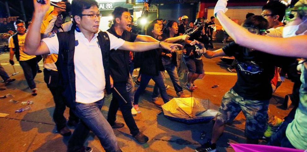 Manifestantes continuan con las protestas en las calles de Hong Kong