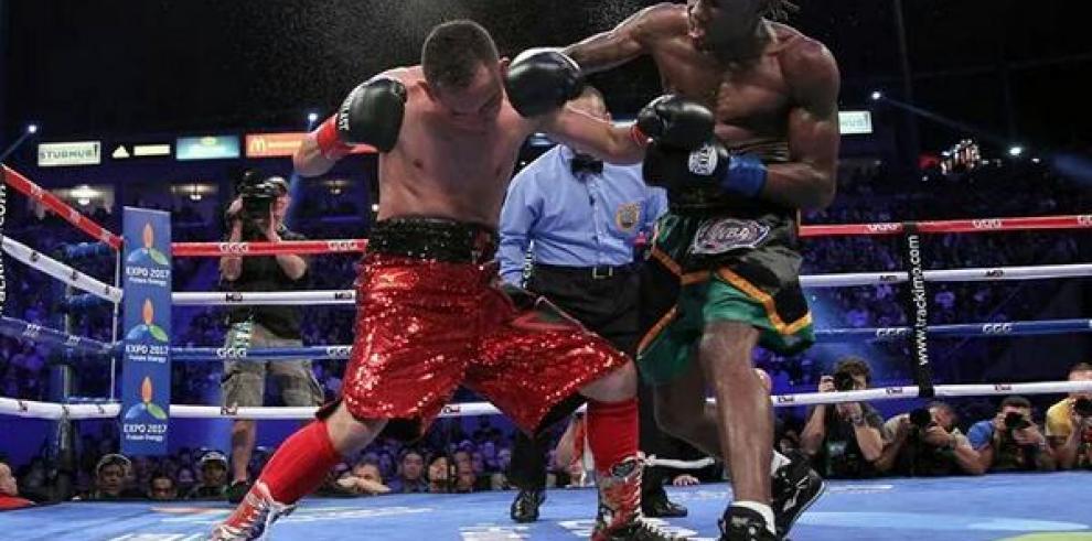 Walters vence por nocáut técnico a Donaire y le arrebata el título