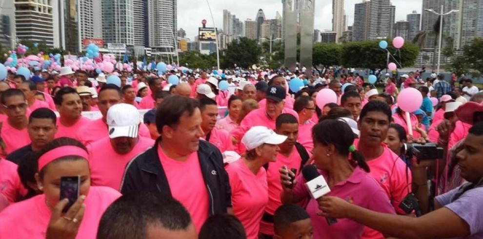 Panameños caminan por la prevención del cáncer de mama y próstata