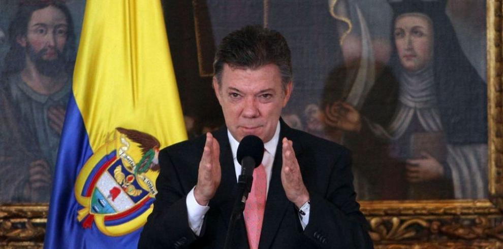Santos considera 'irracionales' las críticas al proceso de paz