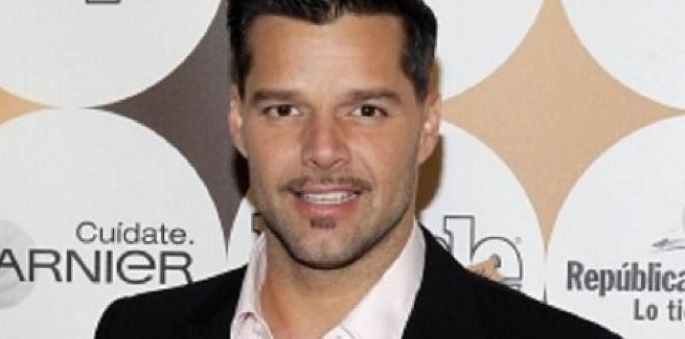 Ricky Martin cambió los pronombres para cantar a un amor masculino