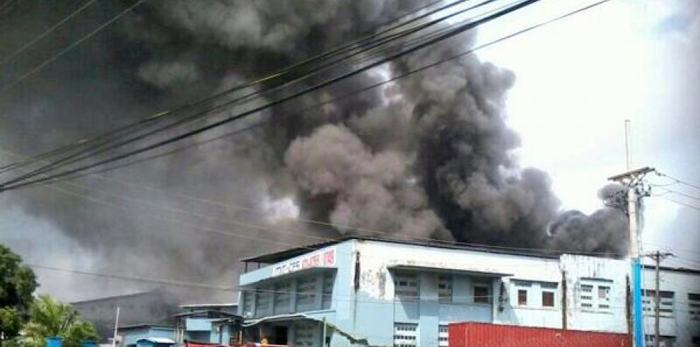 Se incendia bodega en Colón