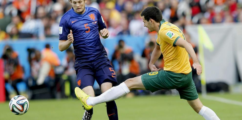 Holanda vence a Australia 3-2