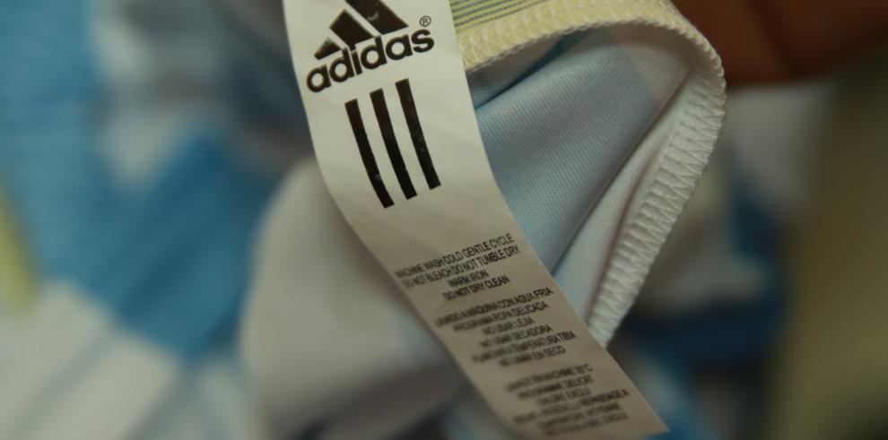 Decomisan más de 2 mil camisetas falsificadas alusivas al Mundial