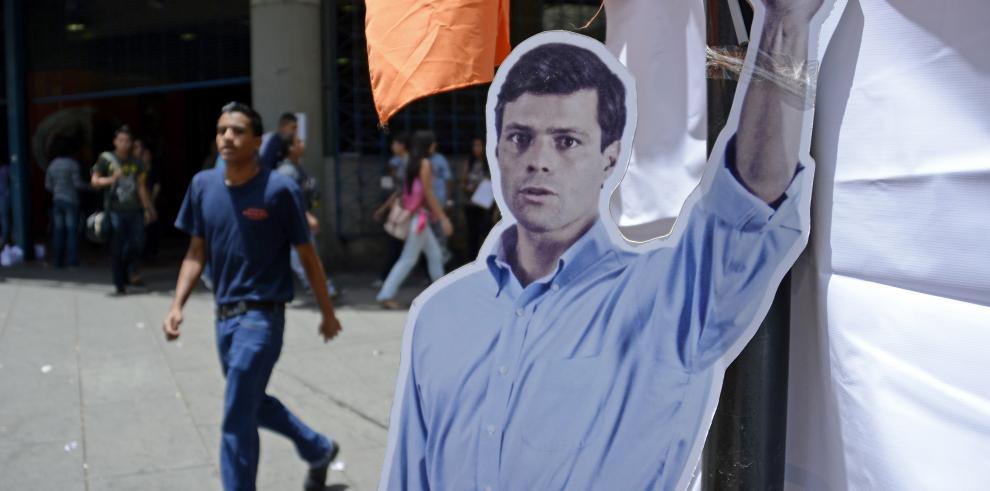 Leopoldo López seguirá detenido e irá a juicio
