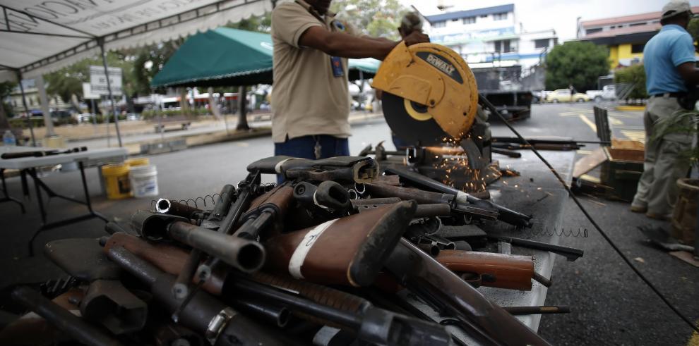 Destruyen 396 armas en programa de armas por comida