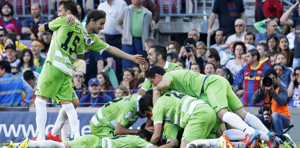 Barcelona empata y deja lucha por la liga