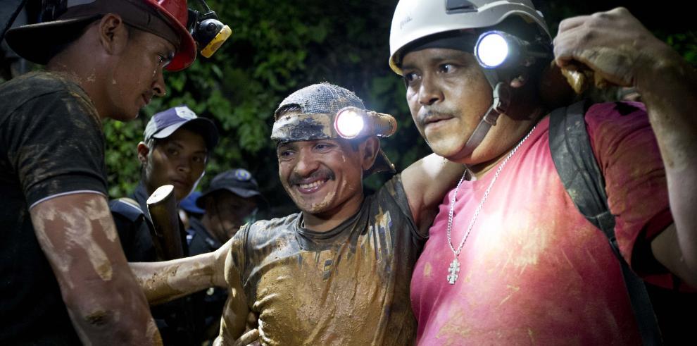 Nicaragua rescata a 20 mineros atrapados en mina