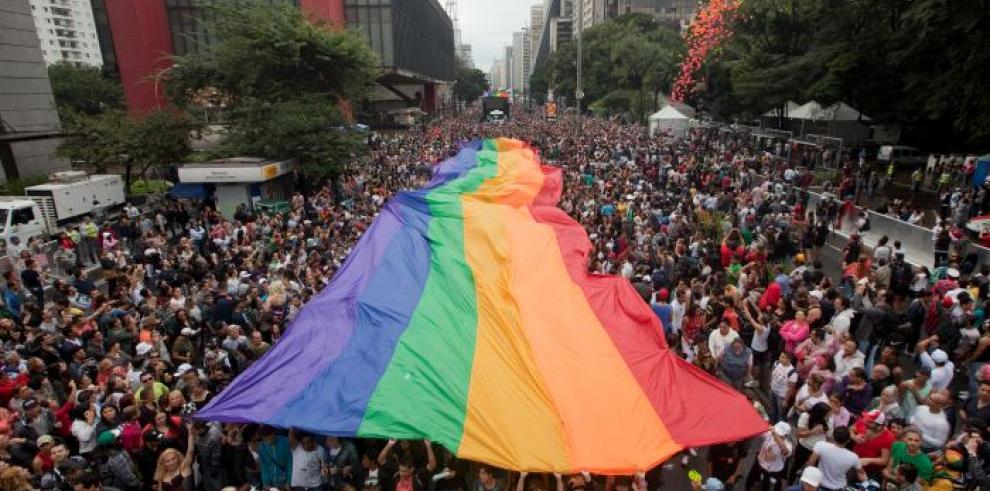 Candidata socialista brasileña Silva retira apoyo a bodas gay