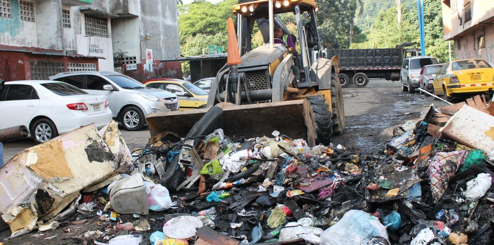 Intensa jornada de limpieza en el barrio de San Miguel