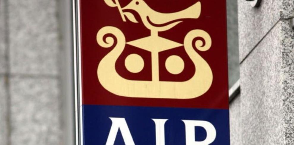 Policía de Irlanda arresta a exbanqueros por fraude