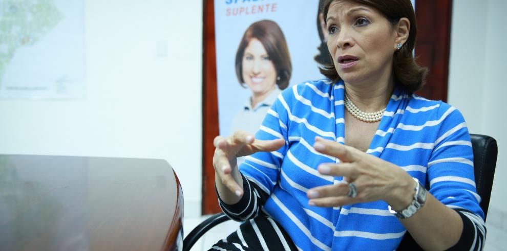 Ana Matilde Gómez propondrá revisión de ley de mujeres solas en bares