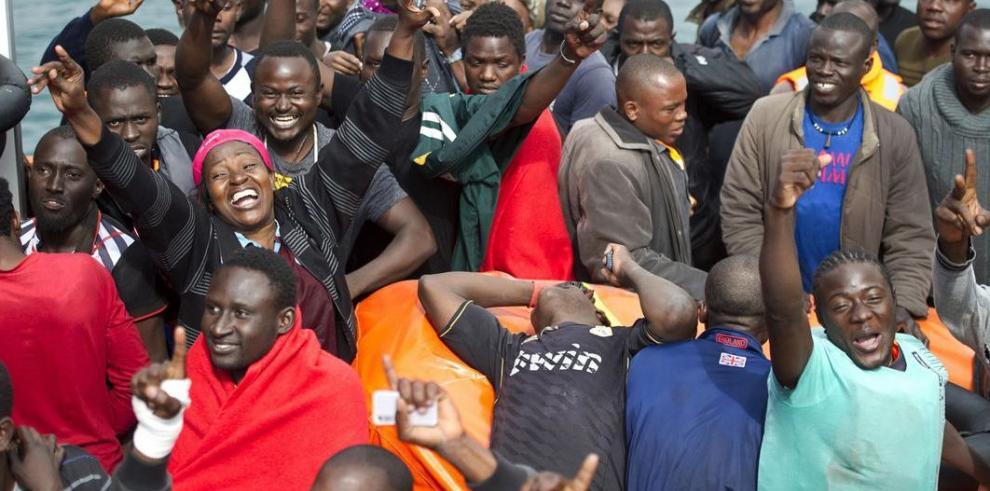 España rescata a 267 inmigrantes subsaharianos en aguas de Gibraltar