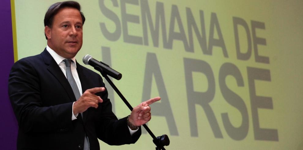 Varela sanciona ley para el aumento de la Beca Universal