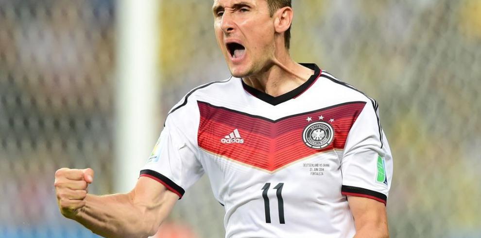 Miroslav Klose le dice adiós a la selección alemana