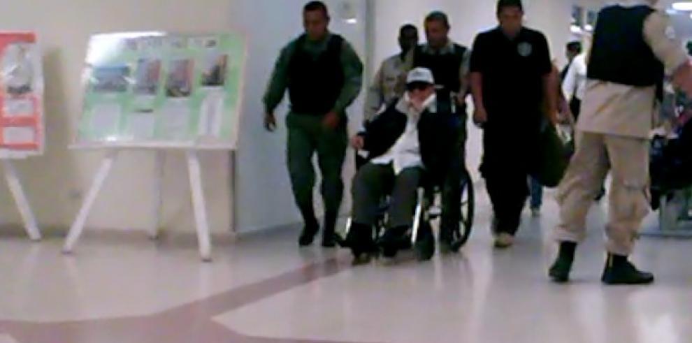 Imágenes exclusivas: Noriega es llevado al Hospital Santo Tomás