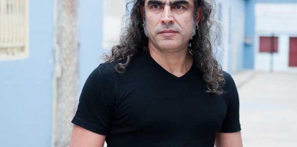 Premian al artista Lázaro Saavedra