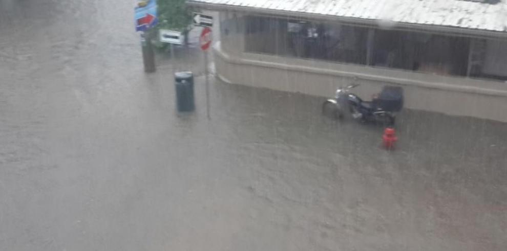 Reportan varias calles inundadas en la ciudad de Panamá