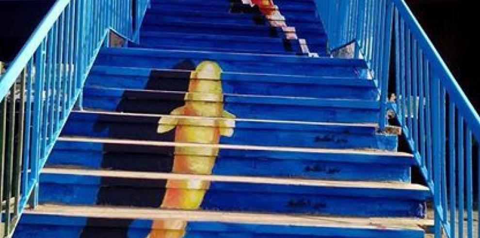 Grupo de estudiantes da color a las calles de Egipto