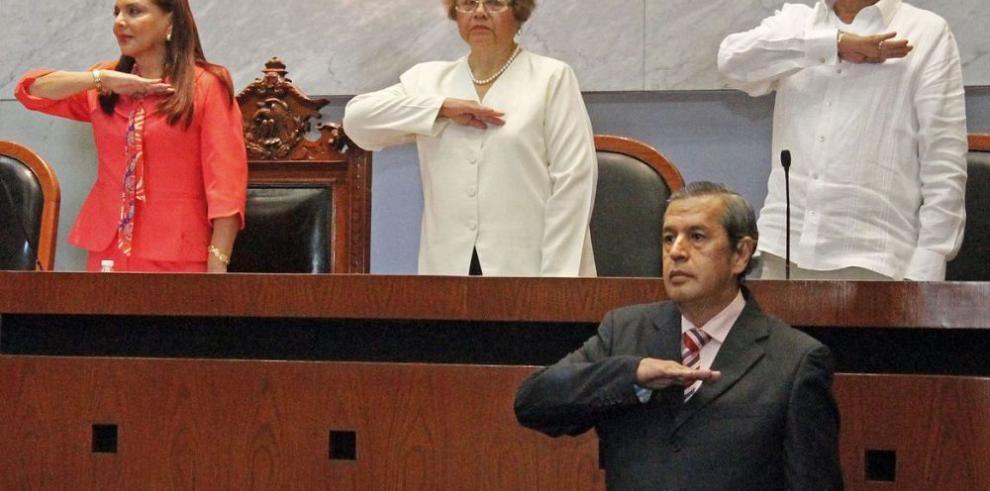 Rogelio Martínez asume el gobierno en Guerrero
