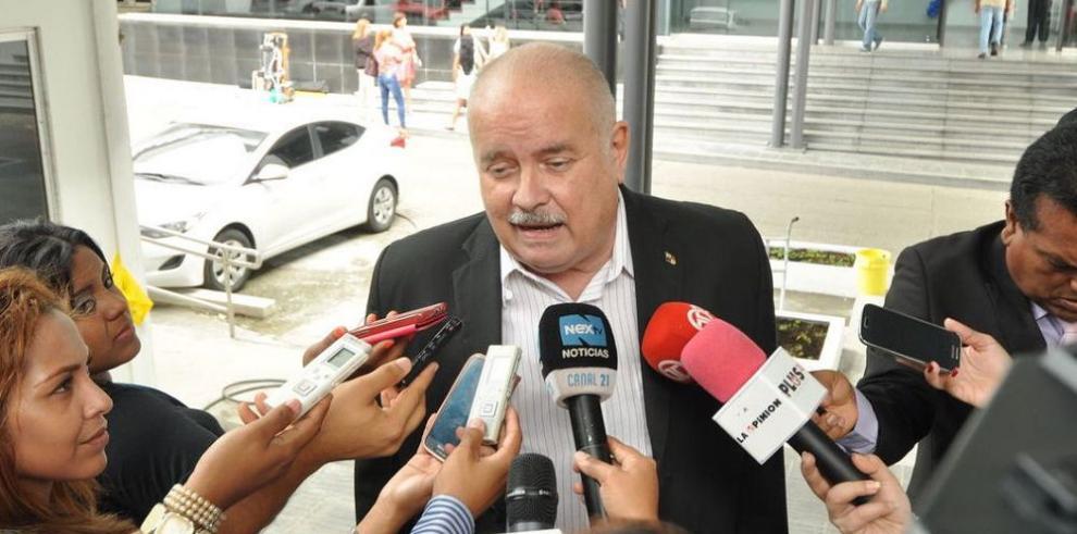 Abogados apoyan a Miguel A. Bernal