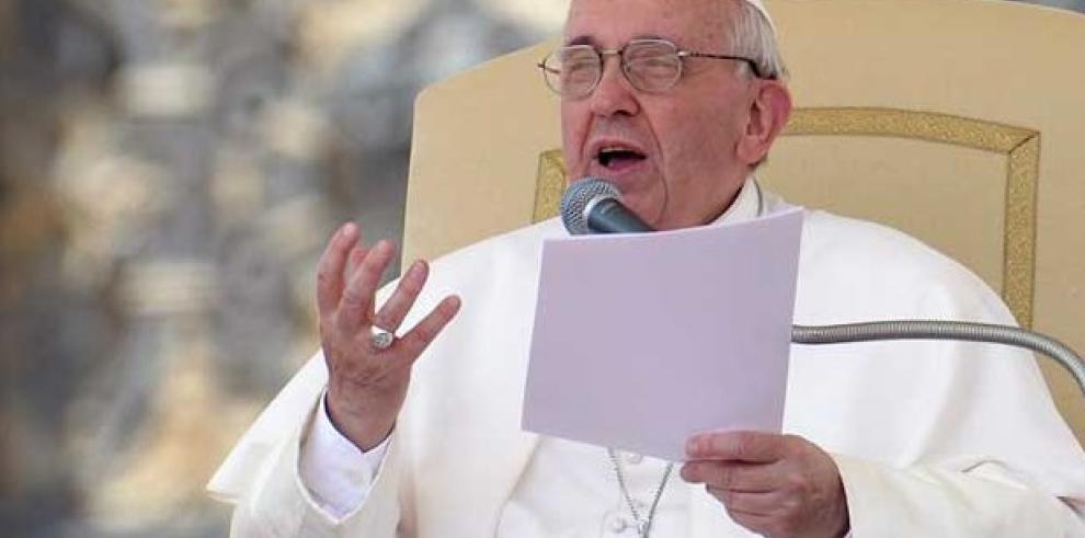 Papa anima a organizaciones a luchar por tierra, vivienda y trabajo