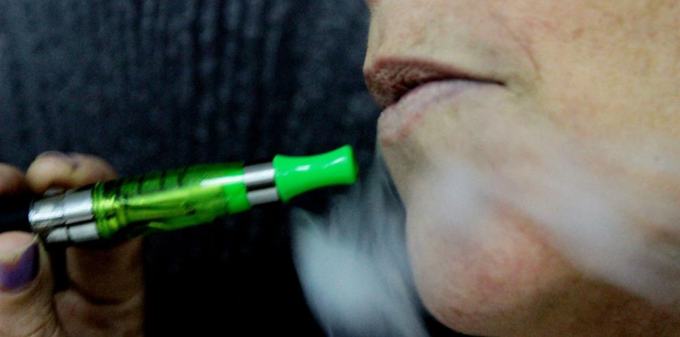OMS no debe acabar con los cigarrillos electrónicos, según científicos
