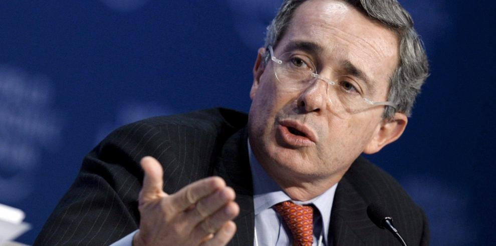 La Fiscalía llama a expresidente Uribe a declarar por denuncias de campaña
