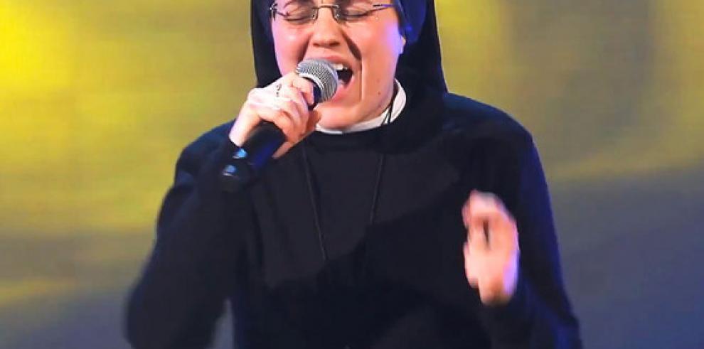 Sor Cristina clasifica a las semifinales de La Voz Italia (Vídeos)