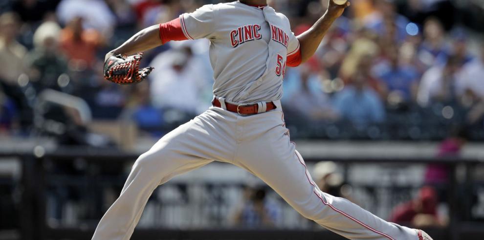 El cubano Chapman se reincorpora a los Rojos