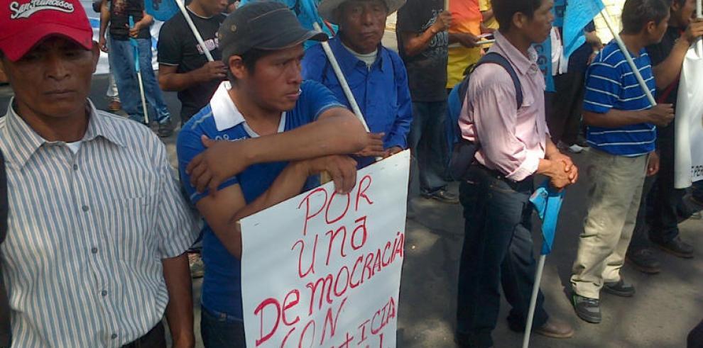 Trabajadores marchan en solicitud de mejores salarios