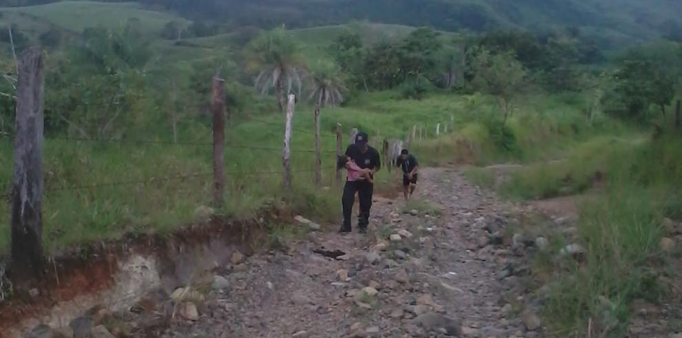 Bomberos rescatan a una niña con mordedura de serpiente en Gualaca