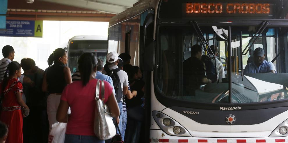 Usuarios satisfechos con la salida de la empresa Mi Bus