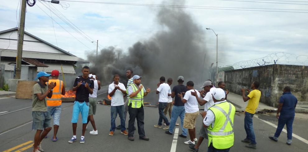 Colonenses salen a las calles a pedir empleo