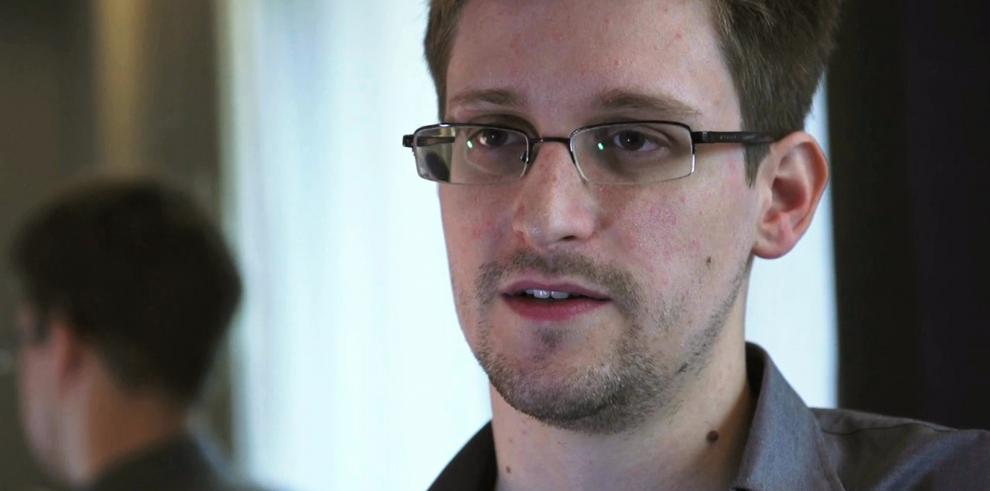 Snowden tramita la renovación de su asilo temporal en Rusia