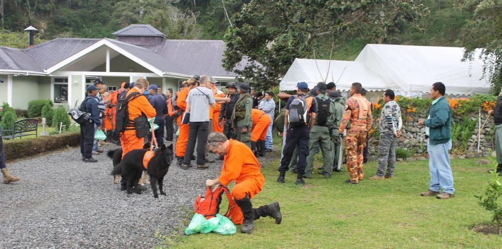 Rescatistas holandeses se trasladan hoy a la capital para regresar a su país