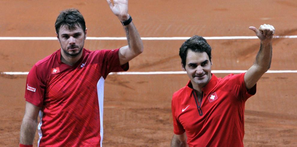 Federer y Wawrinka dan el punto de dobles a Suiza