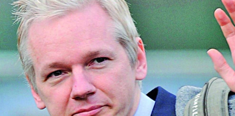 Ecuador ratifica el asilo de Assange