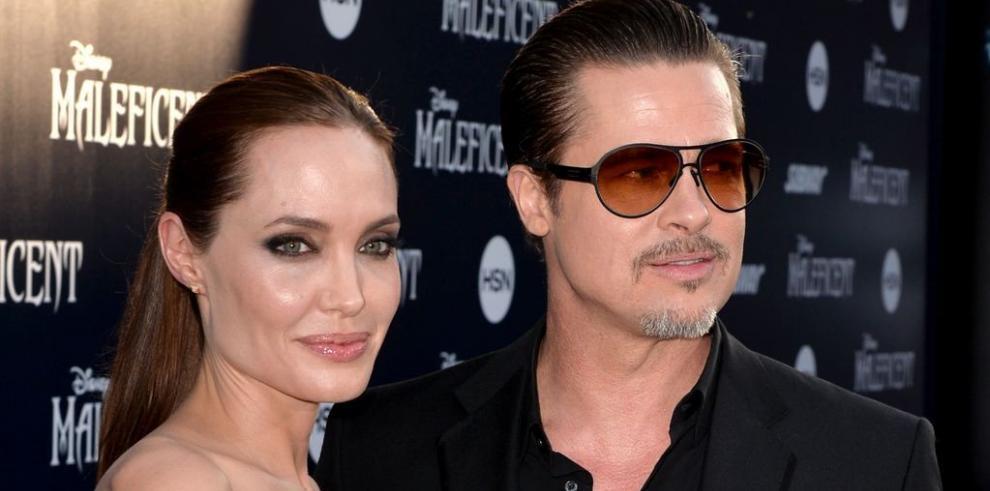 Brad Pitt, atacado por periodista